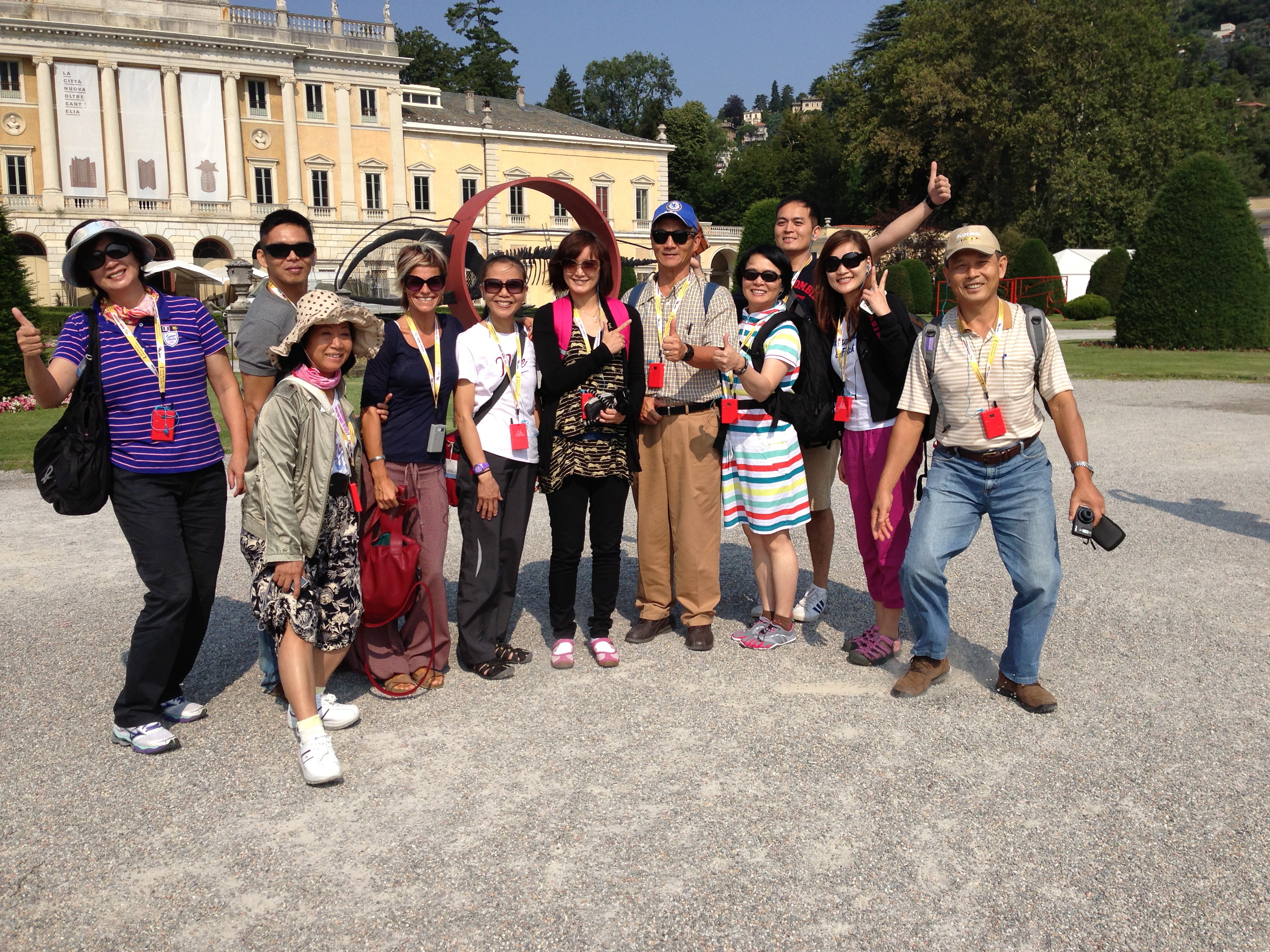 Pic in front of Villa Olmo!